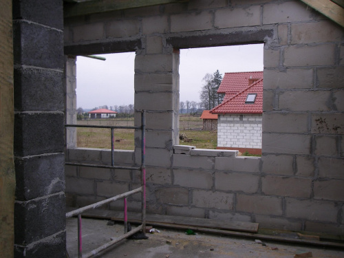 okno z naszej sypialni i małego pokoiku