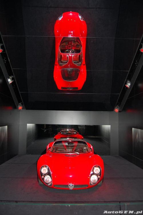 Alfa Romeo Tipo 33.2 Stradale na salonie samochodowym w Genewie 2008. / www.autogen.pl