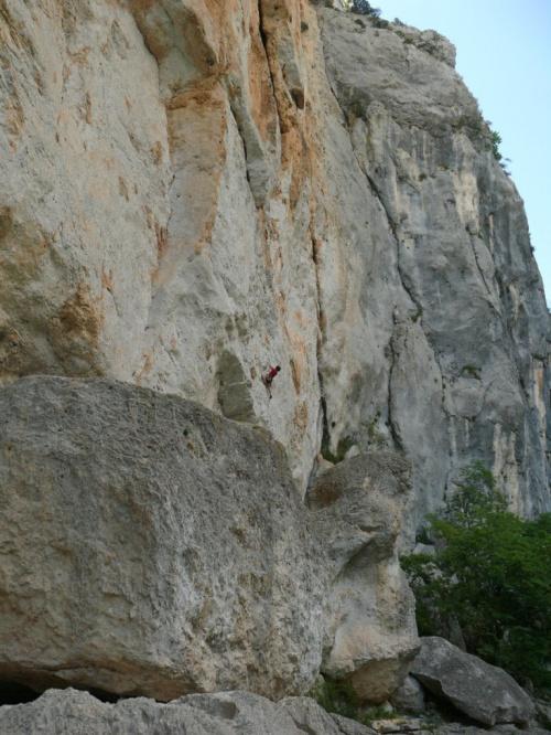 Niektórzy się tutaj wspinają, tak też można eksplorować Canion #CanionDuVerdon