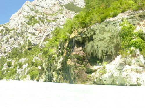 Takie formacje skalne widać z wody #CanionDuVerdon