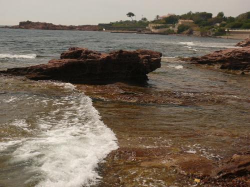 Wspaniała kolorystyka porfirowych skał #LazuroweWybrzeże