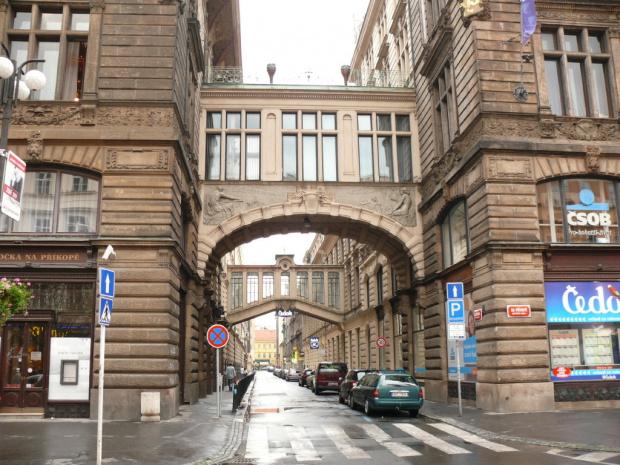 Na Prikopie - ulicy ekskluzywnych sklepów, most jak w Wenecji :) #Praga