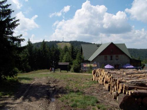 Schronisko Klimczok na tle Klimczoka :)