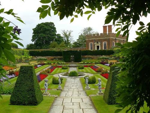 Pond Gardens - w glebi Domek Bankietowy #Hampton #Londyn #Tudor
