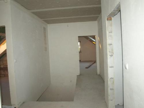 korytarz widok z wejścia do małego pokoju
