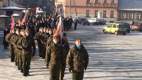 Kompania Honorowa 56 Pułku Śmigłowców Bojowych z Inowrocławia wystawiona przez Garnizon Inowrocław - przemarsz na mszę św.