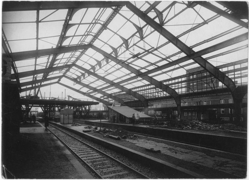 Hala dworca podczas budowy