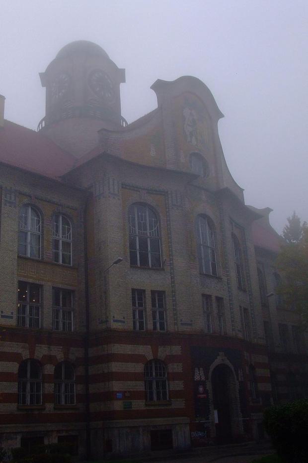 we mgle plac Sikorskiego, Bytom #bytom #PlacSikorskiego #architektura